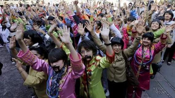 Număr record de persoane deghizate în Beatles