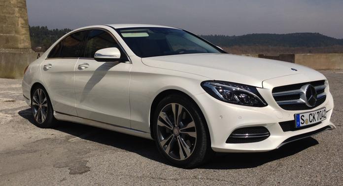 Cine a ajutat Mercedes-Benz să urce în topul producătorilor de automobile de lux?
