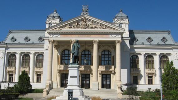 Un fost deținut a amenințat din nou că se aruncă de pe Teatrul Național Iași
