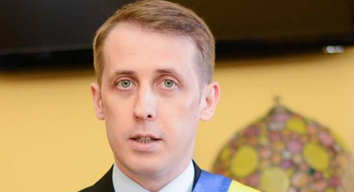 Primarul Botoşaniului l-a bătut de l-a ascultat cu urechea pe Mihai Chirica