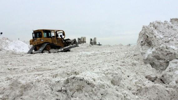 România este sub zăpadă. Drumuri închise, zeci de trenuri anulate, cursuri suspendate