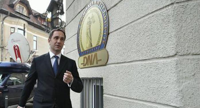 Victor Ponta îl acuză de corupţie pe soţul Alinei Gorghiu
