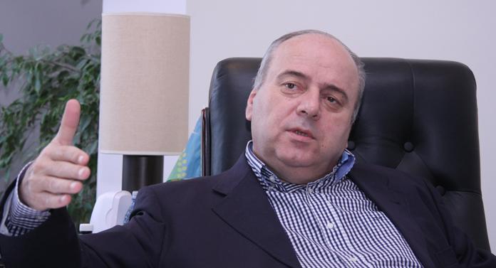 Gheorghe Ştefan primea bani într-o geantă de laptop