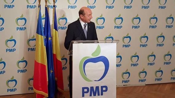 """Băsescu vorbeşte pe Facebook de """"şarlatanii politici"""""""