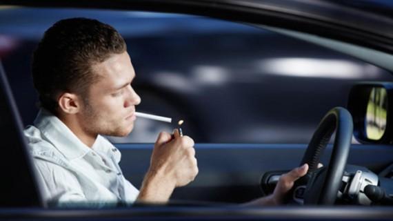 7 motive pentru a nu mai fuma în maşină