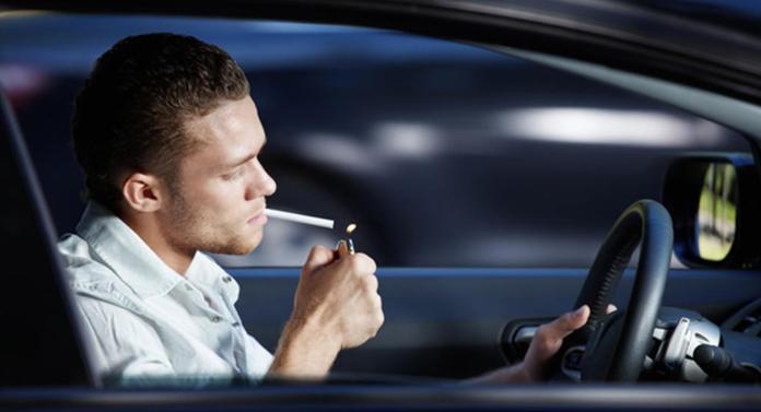 Noi reguli de circulație. AMENDĂ pentru cei care țin telefonul în mână când conduc sau fac Live-uri pe Facebook
