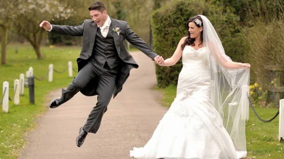 Românii se căsătoresc pe capete şi divorţează la fel!