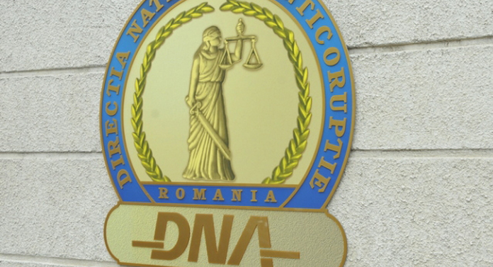 """Rectorul de la Universitatea """"Petre Andrei"""" a fost dus cu mascaţii la DNA UPDATE"""