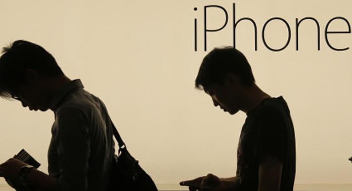 iPhone a fost întrecut la vânzări doar de Biblie