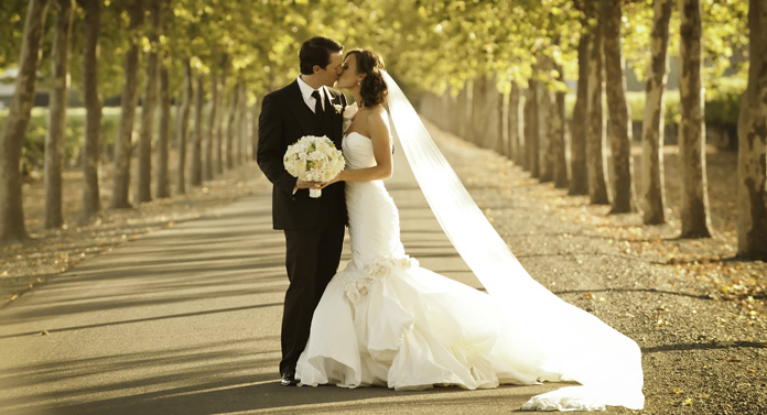 Țara în care locuiești influențează vârsta la care te căsătorești