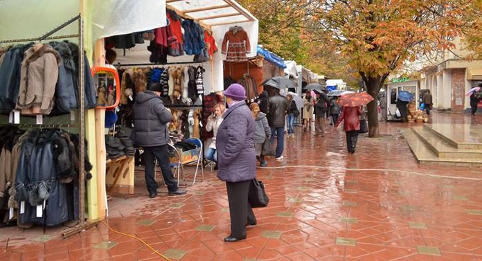 Nu scăpăm de comercianții de la Sărbătorile Iașiului
