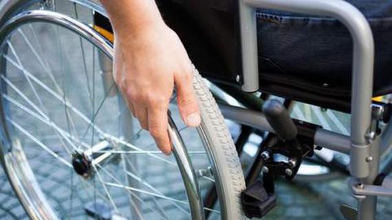 O eroare de diagnostic l-a ţinut în scaunul cu rotile 43 de ani