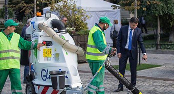 După cai, primarul Mihai Chirica topeşte bugetul pe… aspiratoare