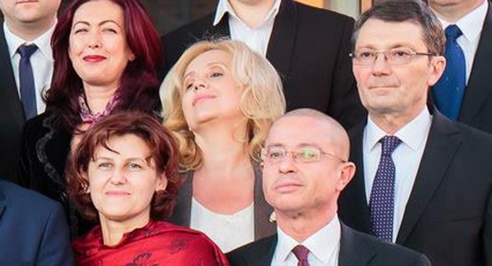 Stimată doamnă prof.dr. Camelia Gavrilă, cât vă mai lăsaţi călcată în picioare de Mihai Chirica?