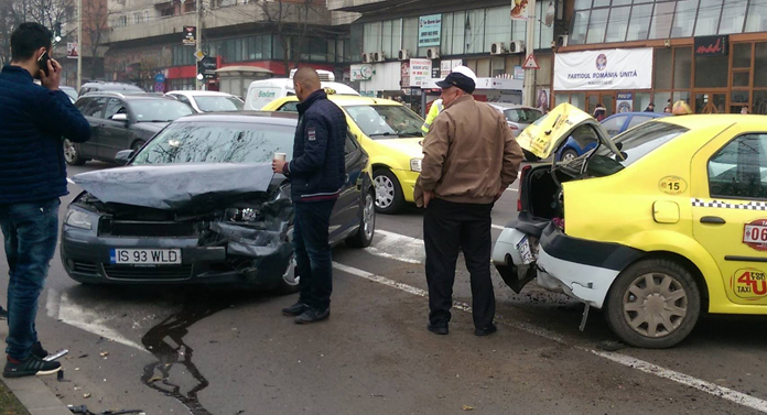Accident spectaculos pe Independenței EXCLUSIV/GALERIE FOTO
