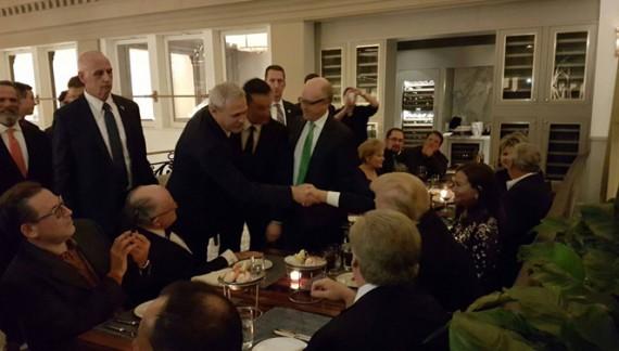 Penibili 2.0. Dragnea și Grindeanu l-au pozat pe furiș pe Trump