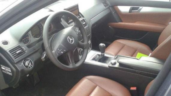 Un senator botoşănean îşi vinde Mercedesul