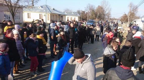A treia zi de proteste într-o comună din Botoşani