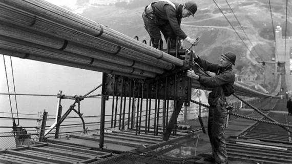 Imagini de colecţie din timpul construirii celui mai faimos pod suspendat din lume