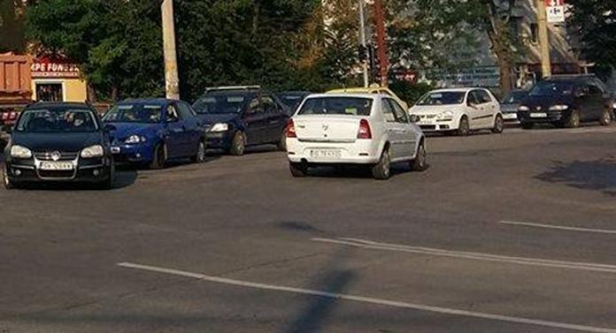Cozi de mașini interminabile într-o mare intersecție din Iași. Ce se întâmplă în aceste momente și când va fi remediată problema