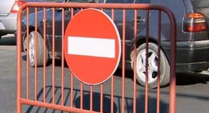 Stradă din Iași, închisă să se joace niște copii