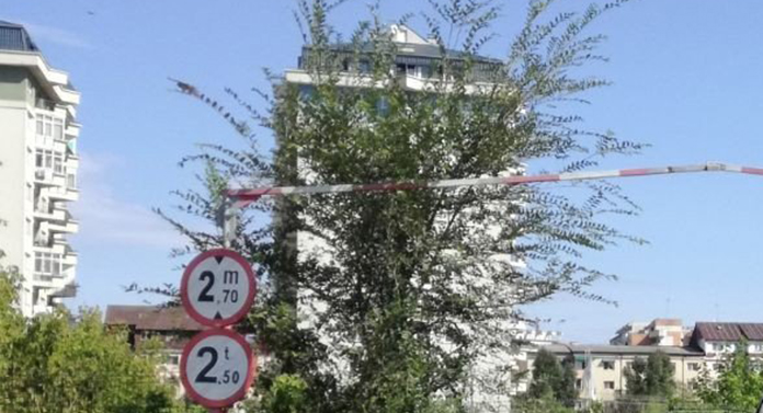 Sute de șoferi se vor enerva: A fost blocat accesul pe un drum intens circulat