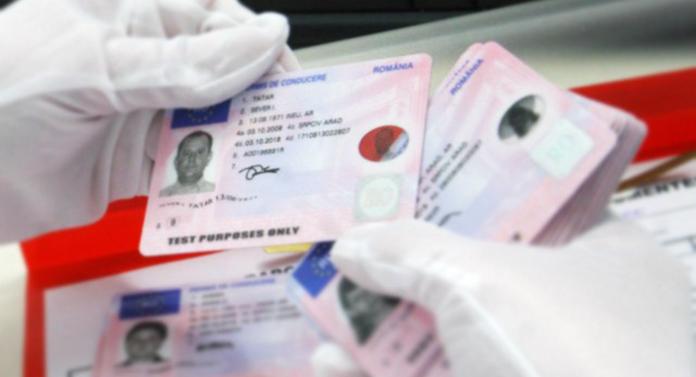 Prinși cu permise de conducere și buletine false