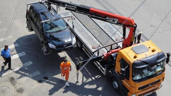 Atenție șoferi! De ieri, mașinile parcate neregulamentar pot fi ridicate fără restricții