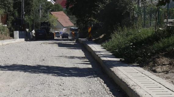 Viarom Construct și Construct & Drum se vor ocupa de întreţinerea drumurilor judeţene până în 2019