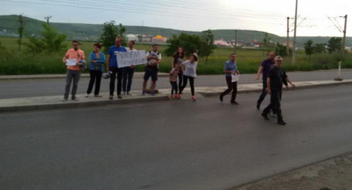 Protest la Valea Lupului. S-au cerut pasarele peste drumul european