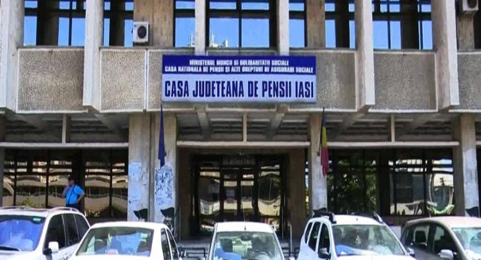 Noi proteste la Casa Județeană de Pensii Iași