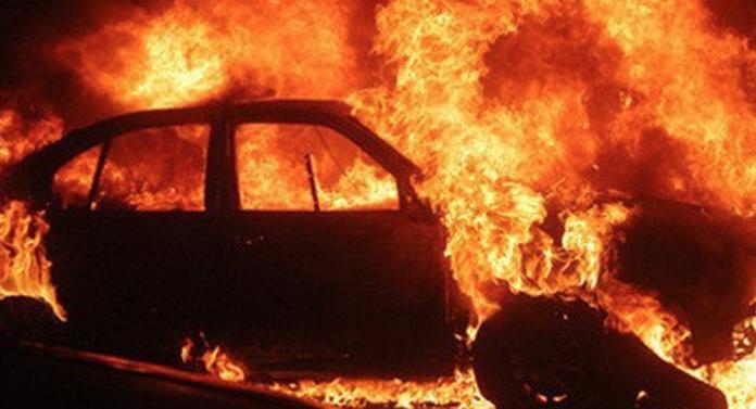 A incendiat trei mașini