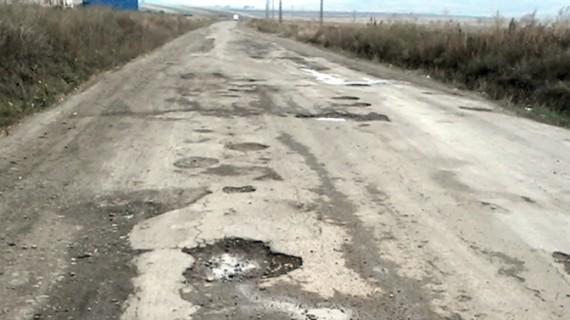 Peste 30% din drumurile româneşti sunt pietruite sau de pământ!