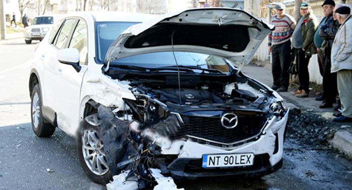 Șeful unei instituții din Neamț, implicat astăzi într-un accident