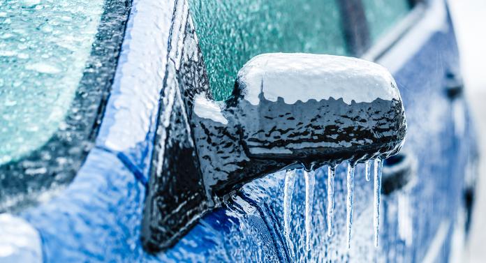 """Mare atenţie, şoferi! Drumurile se transformă în sticlă. Apare fenomenul de """"freezing rain""""!"""