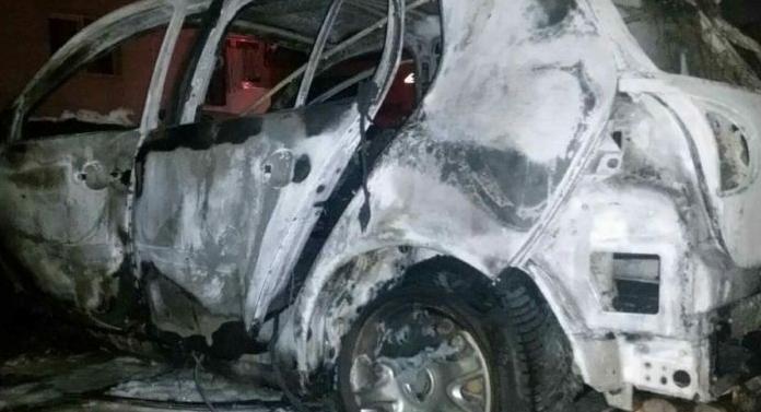 Maşină incendiată în centrul Bacăului