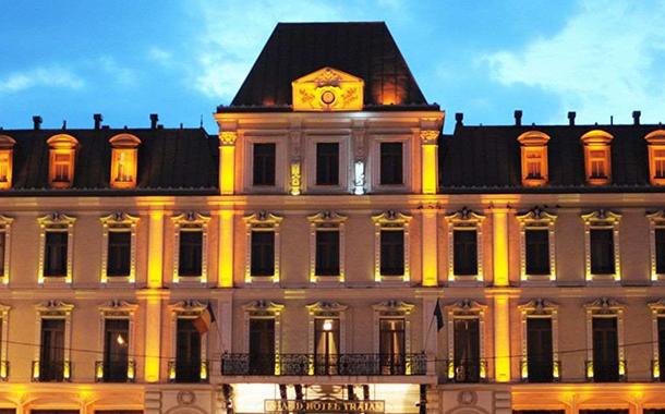 """Popa le cere consilierilor locali să nu accepte cumpărarea hotelului """"Traian"""""""