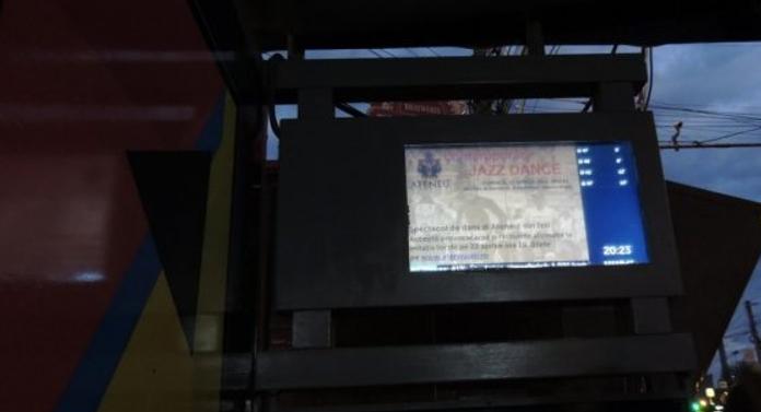 Primul panou care afișează timpii de așteptare a autobuzului, la Iași