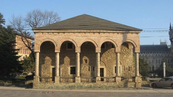 S-au semnat actele pentru restaurarea Casei Dosoftei