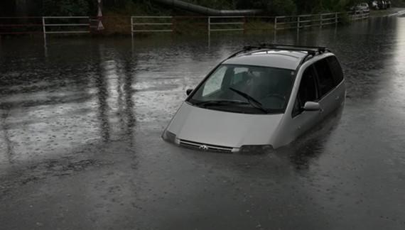 Pentru a doua oară în ultimele 3 zile, Iașiul a fost inundat. În tot acest timp, Chirica punea poze pe Facebook cu mult soare și parcuri!