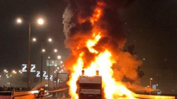 Un autobuz a luat foc în mers. 13 persoane sunt la spital
