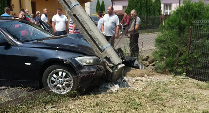 Incredibil! Și-a lăsat mașina la spălătorie și a găsit-o în stâlp!