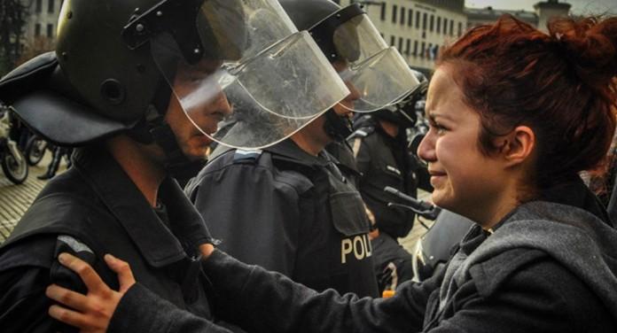 Manipulare grosolană cu o poză de la protestele din Bulgaria din 2013 – 2014