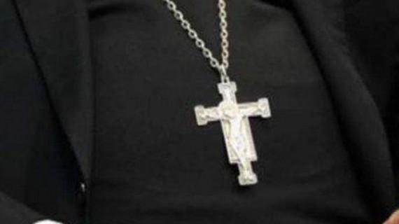 Preot băcăuan, acuzat că ar fi agresat sexual cinci copii, pus sub control judiciar