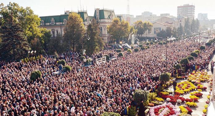 Mii de credincioşi la Liturghie