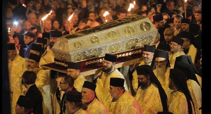 Racla cu moaştele Sfintei Parascheva, scoasă în procesiune