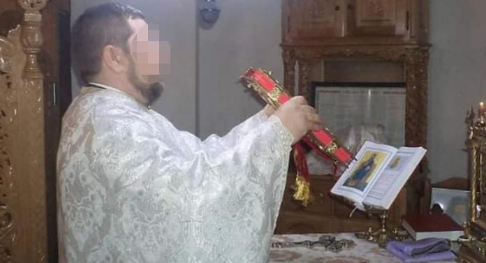 Preot reţinut după ce a omorât o femeie şi a rănit grav o alta