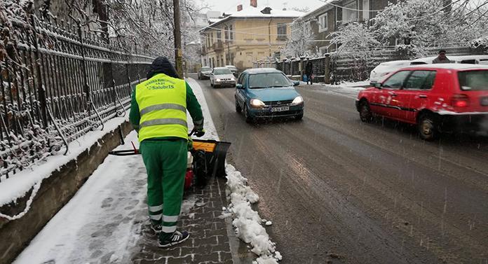 Primăria Iași dă vina pe șoferii care circulă fără anvelope de iarnă