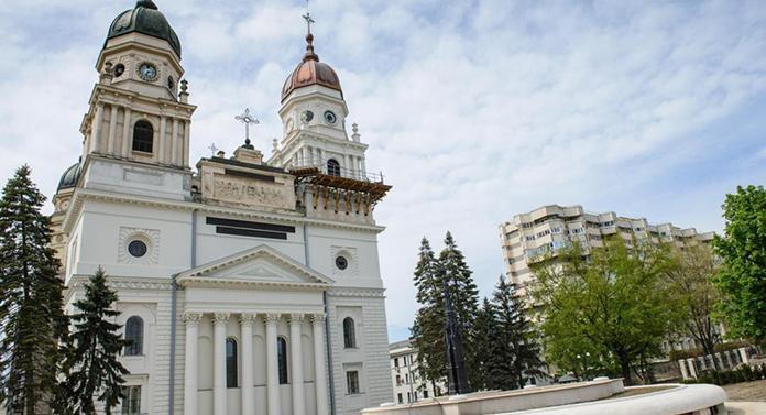 """Explicația Mitropoliei în cazul preotului din Botoșani care a bătut un copil: """"A deranjat sistematic ora"""""""