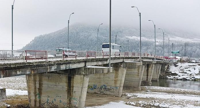 Se reabilitează podul din Onești. Contractul a fost semnat sâmbătă